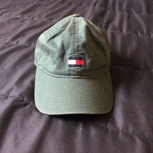 Army green Tommy Hilfiger ball cap!!
